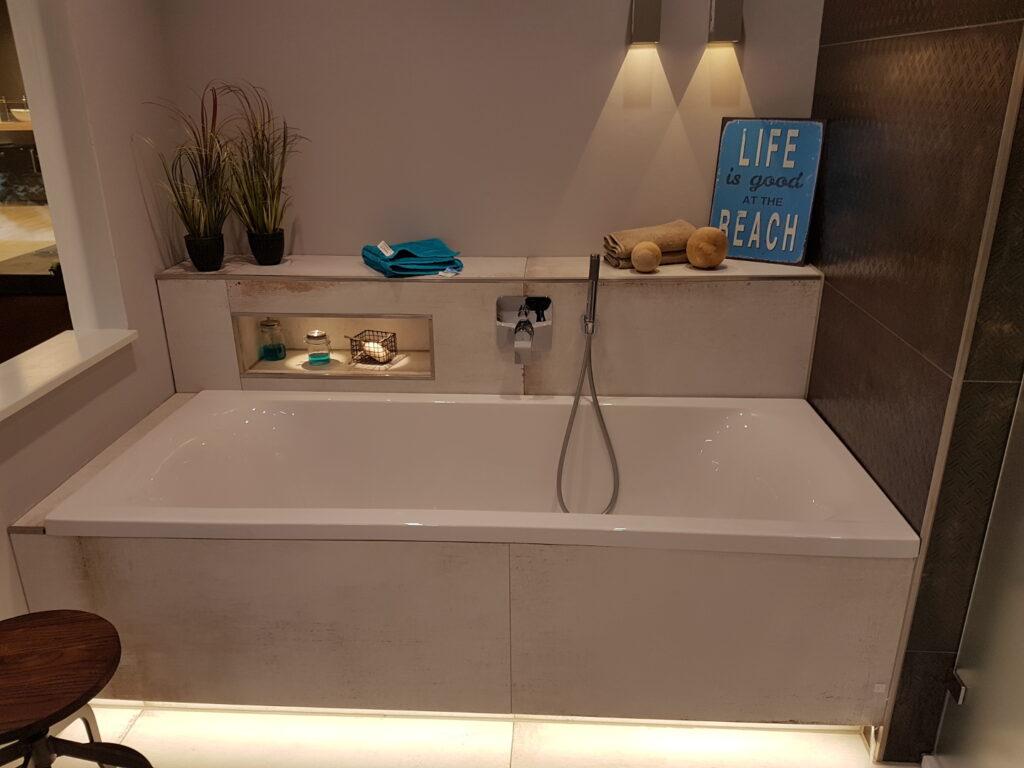 Ausgewählte Badewanne bei der Badbemusterung aus dem LUXHAUS Standard