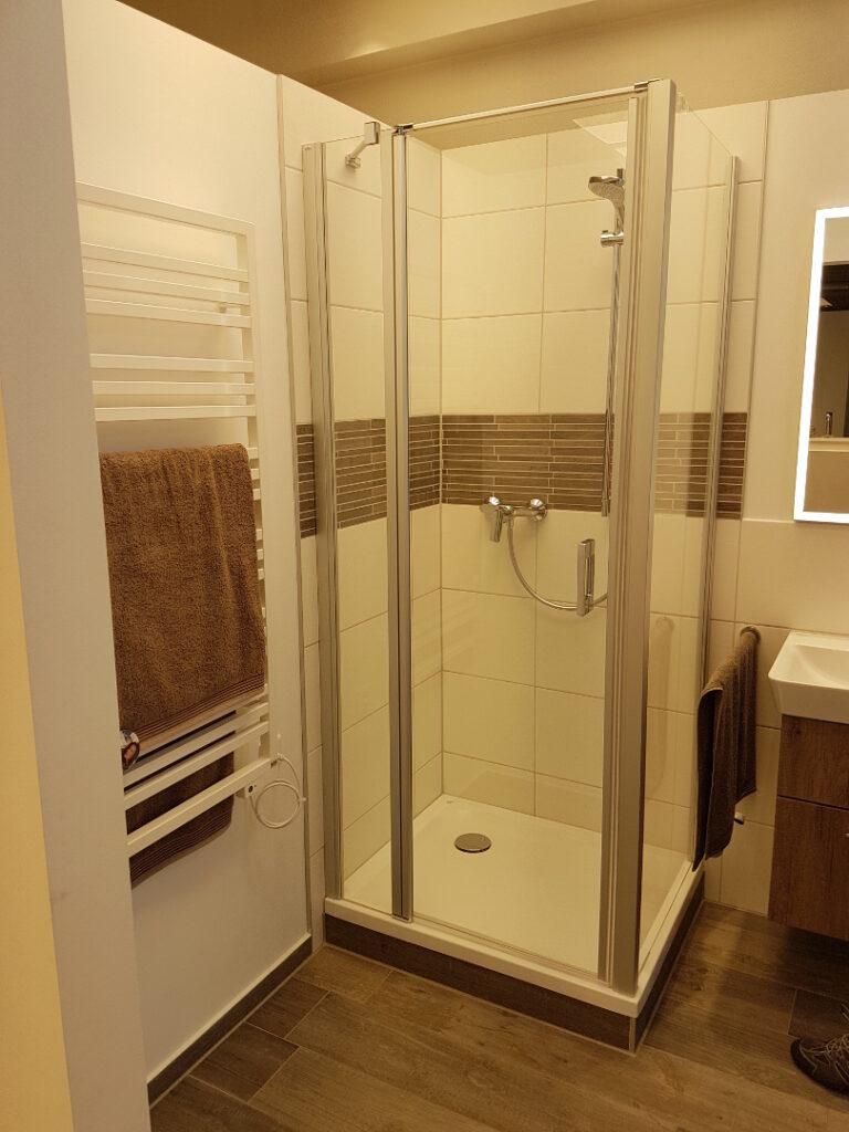Ausgewählte Dusche bei der Badbemusterung aus dem LUXHAUS Standard