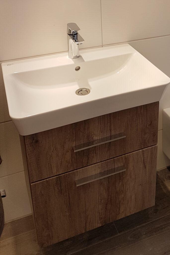 Ausgewähltes Waschbecken bei der Badbemusterung aus dem LUXHAUS Standard