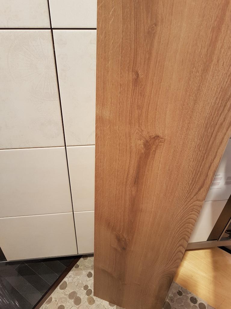 Holzfliese für das Bad