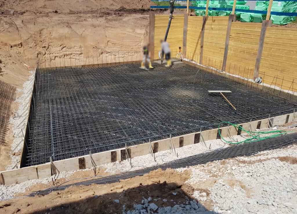 Erste Arbeiten an der Bodenplatte