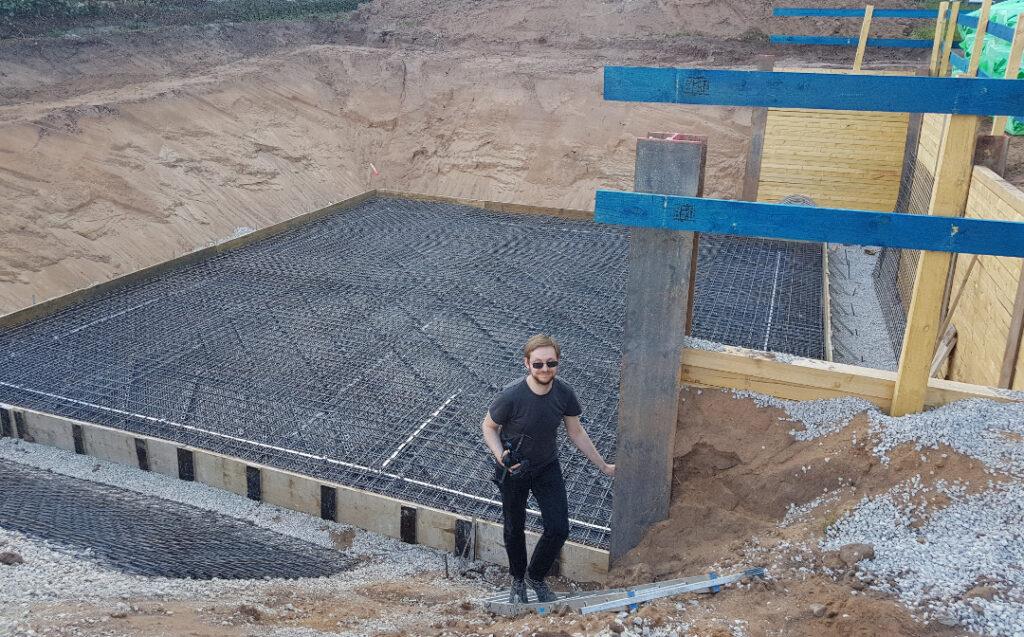 Peter mit Bodenplatte