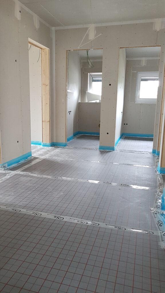 Dämmung und Fußbodenheizungsunterlage verlegt